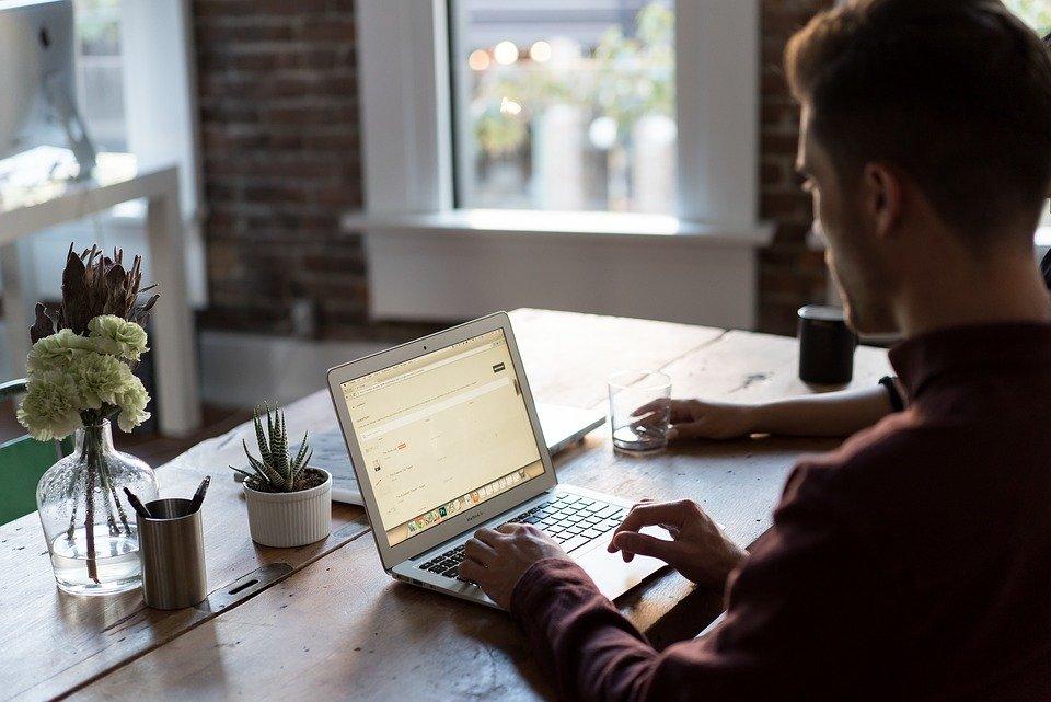 仕事を辞めるときの注意点は?上司に退職を伝えるときはどうすればいい?