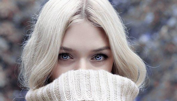 顔の乾燥はなぜ起きる? 対策やスキンケアの方法も紹介!【乾燥肌・敏感肌】のサムネイル画像