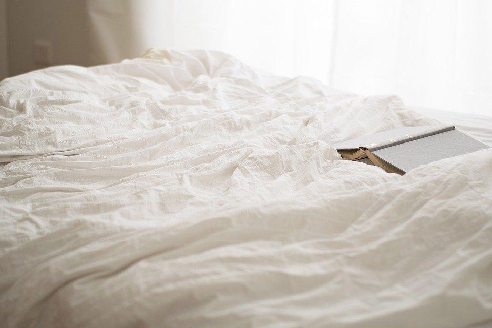 白湯は寝る前に飲むのがおすすめ?寝る前に白湯を飲む効果とは?のサムネイル画像