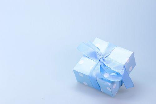 https://cdn.pixabay.com/photo/2014/11/27/22/44/gift-548290_960_720.jpg