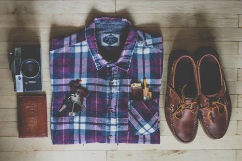 チェックシャツと靴など